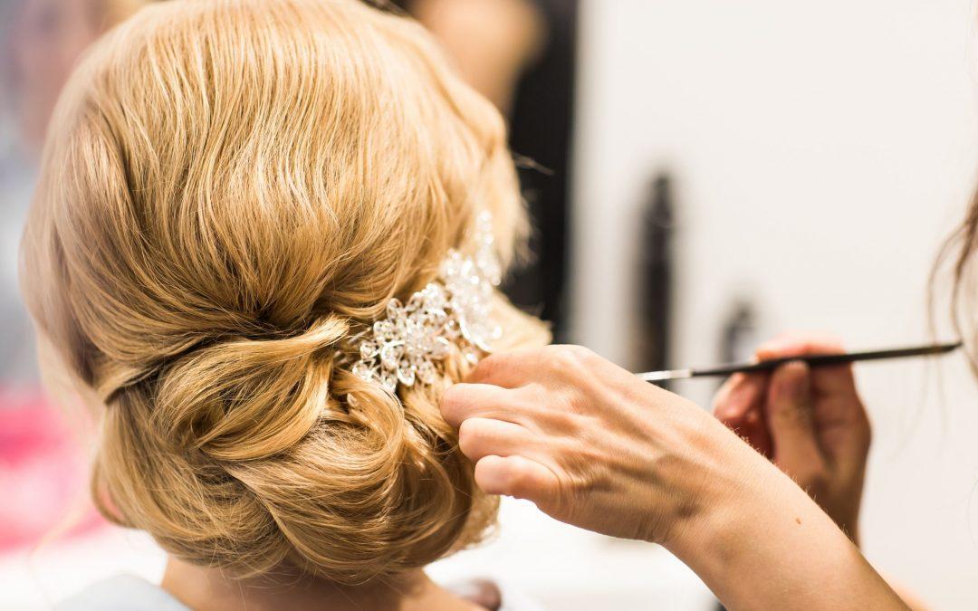 Hair and Makeup Tips for Brides Having a Beach Wedding